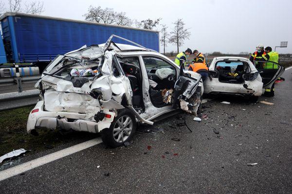 Quatre véhicules ont été impliqués dans un carambolage impressionnant ce lundi 8 février sur la RD83 à hauteur de Soultz.