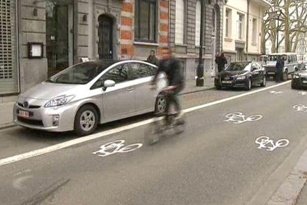 La première rue cyclable à Bruxelles, mise en test pour six mois depuis lundi 22 avril 2013