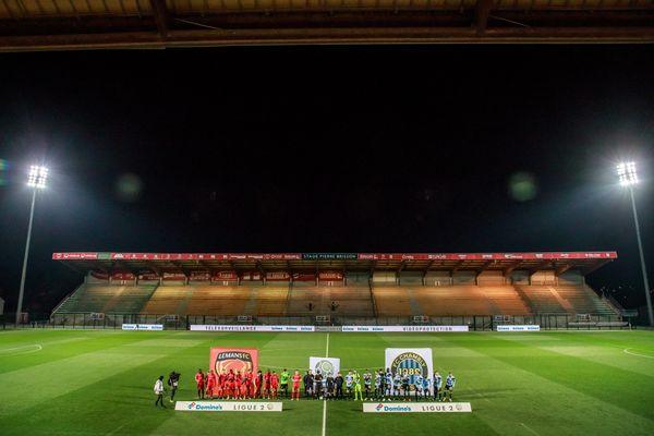 Le FC Chambly (réceptionnant ici Le Mans FC le 6 mars 2020) dispose depuis septembre 2019 du stade Pierre-Brisson de Beauvais en attendant la construction de son propre stade aux normes.