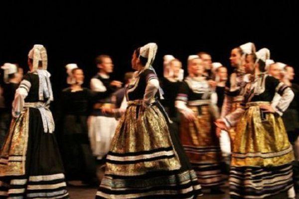 5 cercles celtiques seront sur la scène du Théâtre de Cornouailles pour le Kemen Tu