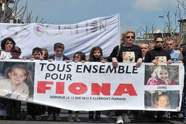 Clermont-Ferrand (Puy-de-Dôme) - marche blanche, un an après la disparition de Fiona - 11 mai 2014.