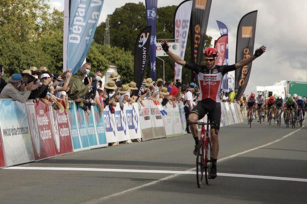 Victoire de Sander Armée lors de la troisième étape du Tour Poitou-Charentes entre Chasseneuil-du-Poitou et Jaunay-Marigny.