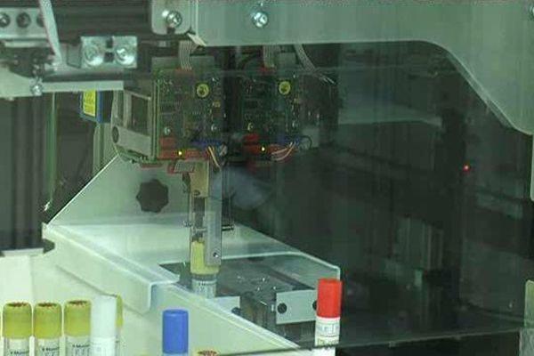 Ce robot, mis au point par 3 étudiants montpelliérains est capable de tester la résistance des patients malades aux antibiotiques.