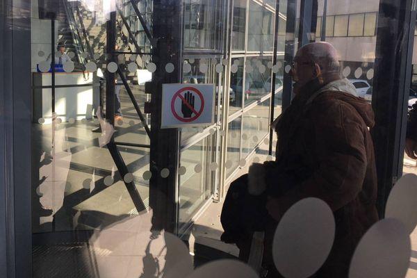Arrivée de Maître Jakubowicz au Palais de Justice de Grenoble