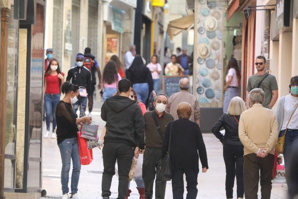 Photo d'illustration du port du masque dans les rues piétonnes.
