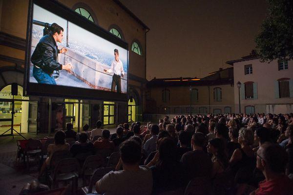 Projection dans la cour de la Cinémathèque de Toulouse