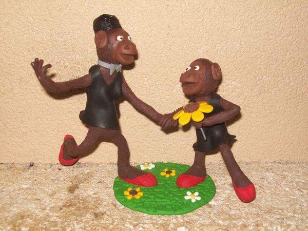 Des bonobos, babouches au pied, dansant le rock.