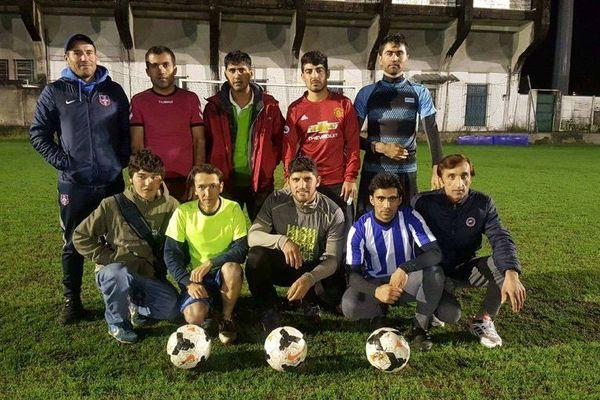Plusieurs des joueurs afghans avec leurs entraîneurs
