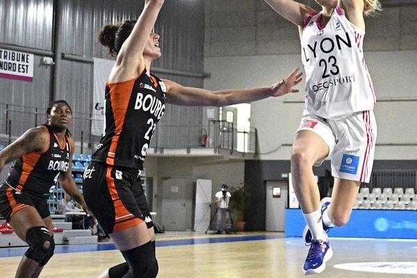 Marine Johannes fait partie des trois joueuses de l'ASVEL sélectionnées en équipe de France de basket, aux côtés de Marine Fauthoux et de Helena Ciak pour l'Euro 2021