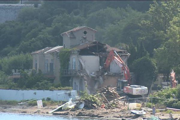 L'hostellerie du Masque de Fer à Cannes est en cours de démolition.