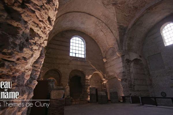 Thèrmes gallo-romains de Cluny , le frigidarium  : cette salle monumentale donne une idée des prouesses techniques de la construction romaine de l'époque.