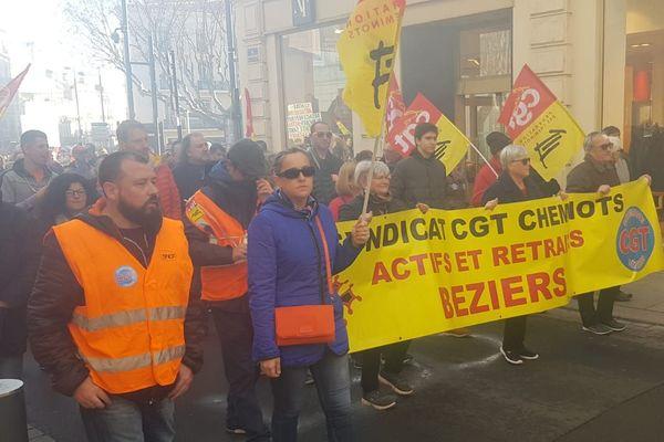 A Béziers ce samedi, syndicats mais aussi gilets jaunes se sont rassemblés ensemble pour manifester contre la réforme des retraites - 28 décembre 2018