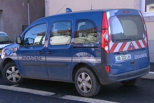 Une voiture de gendarmerie