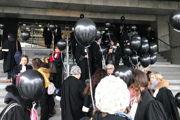 Les avocats du barreau de Caen avant la manifestation interprofessionnelle ce vendredi 24 janvier