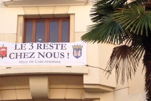 La banderole accrochée au bâtiment municipal de Carcassonne est éloquente.