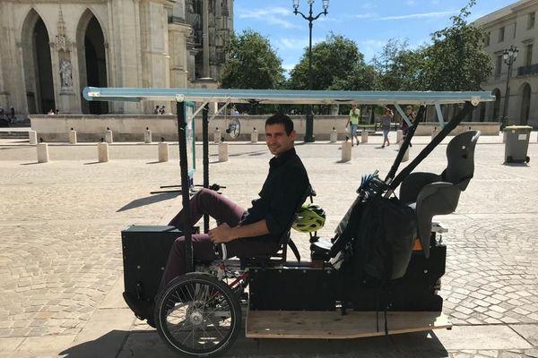 Le vélo conçu par Grégory Barrier peut transporter plusieurs personnes, et jusqu'à 300 kilos de marchandise
