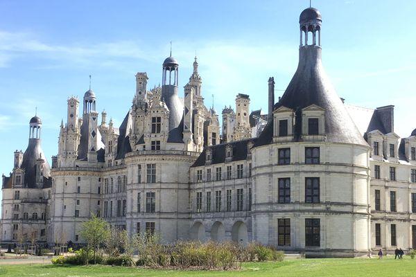 Le château de Chambord est accessible aux personnes à mobilité réduite mais uniquement les jardins et le rez-de-chaussée