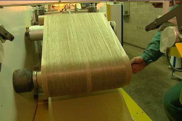 Sur cette ligne de production, Linéo teste un nouveau format de voile de lin.