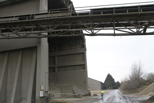 La cimenterie de Gargenville, qui doit être alimentée en calcaire par le projet d'extension (illustration).