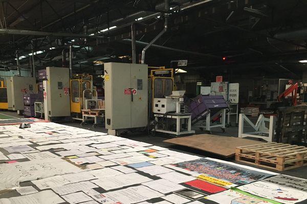 Les locaux de GM&S à la Souterraine : l'activité est à l'arrêt depuis juin 2017 ; au premier plan, les nombreuses manifestations de soutien aux salariés.