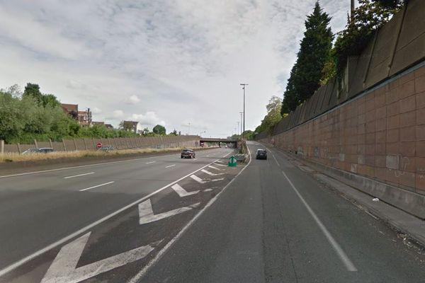 Le piéton a tenté de traverser à hauteur de la sortie de Mons-en-Barœul, sur la voie rapide urbaine.