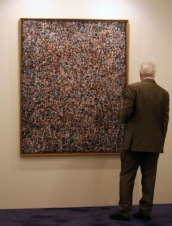 """""""Foule noire"""", de Mahjoub Ben Bella exposée à Dubai"""