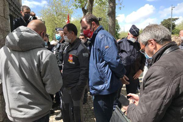 Lesous-préfet a reçu une délégation CGT ainsi que le facilitateur.