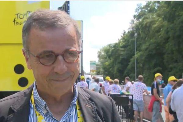 Pierre Hurmic assiste à l'arrivée de la 19e étape du Tour de France à Libourne en Gironde, vendredi 16 juillet.