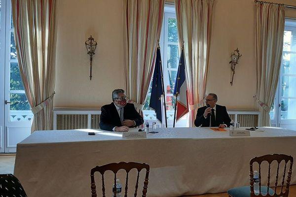 A Clermont-Ferrand, le maire Olivier Bianchi et le préfet Philippe Chopin ont alerté sur un possible passage de la métropole en alerte renforcée.