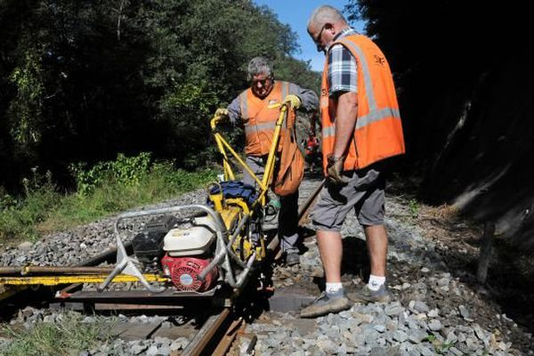 Changement de traverses sur une ligne SNCF
