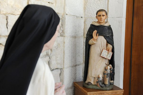 Une religieuse d'une communauté de dominicaines
