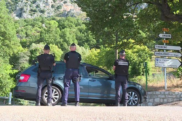 Les gendarmes cherchent encore l'homme en fuite dans le secteur de Gréolières.