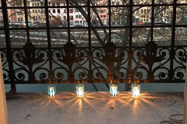 Les lumignons allumés ce 25 mars 2020 à Lyon, pour dire merci aux soignants et à tous ceux qui sont en première ligne pour lutter contre l'épidémie du coronavirus Covid-19