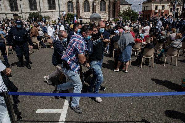 Au total, 11 personnes ont été interpellés par les forces de l'ordre.
