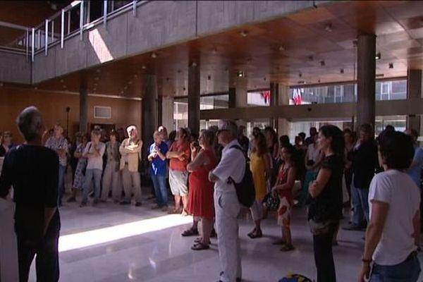 La manifestation s'est tenue dans le hall de la mairie, au cœur du parc Paul Mistral.