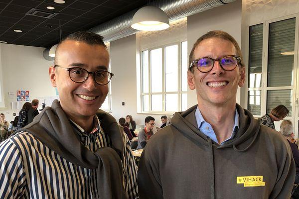 Fabien Rivière, chargé de projet pour l'association AIDES, et Dr Guillaume Gras, infectiologue au CHRU de Tours, au VIHACK, 2 jours d'ateliers collaboratifs pour défier le VIH à Tours.