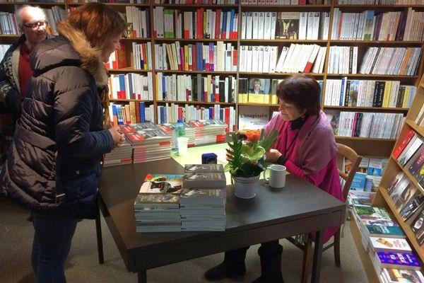 Annie Dupérey en dédicace à la librairie La Licorne à Aubusson ce 27 mercredi  2018