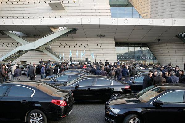 Manifestation des chauffeurs VTC Uber à la porte Maillot en décembre 2016