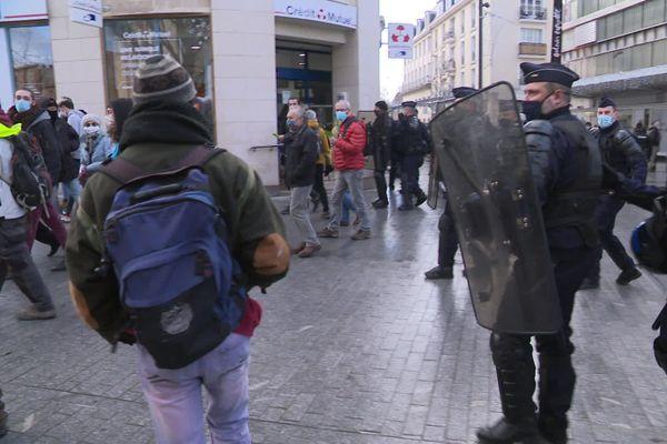 Les manifestants contre la proposition de loi sécurité globale se sont vus refuser l'accès au coeur de ville de Caen ce samedi 12 décembre.