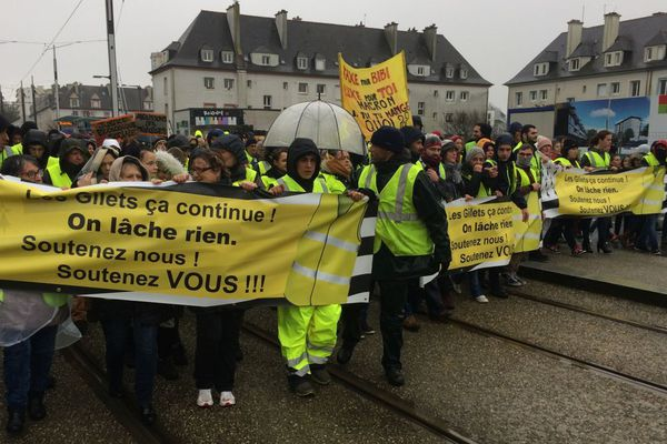 Premier rassemblement des Gilets jaunes à Brest parti de la place de Strasbourg