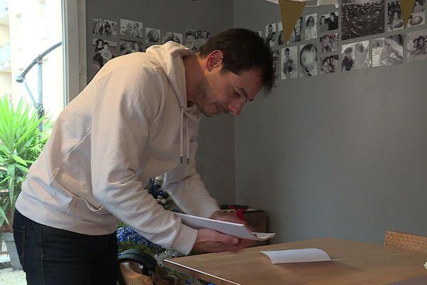 Simon de Carvalho épluche depuis des mois tous les rapports d'expertises sur les conséquences de l'incendie de Lubrizol.
