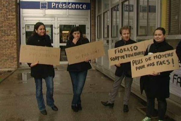 Les étudiants chercheurs manifestent à Amiens