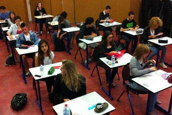 A l'heure de l'épreuve de philosophie au lycée Pierre-Paul Riquet de Saint-Orens de Gameville en Haute-Garonne.