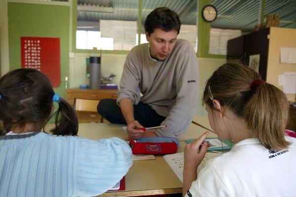 L'inspection académique de la Loire supprime 12 postes d'enseignants au sein des RASED (Réseau d'aides spécialisées aux élèves en difficulté) à la rentrée 2020.