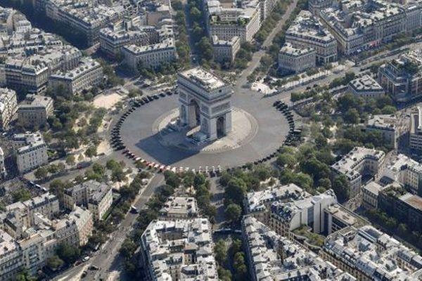"""L'avenue des Champs-Élysées a été, chaque samedi depuis le 24 novembre, un lieu de manifestation privilégié des """"gilets jaunes""""."""