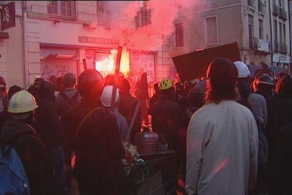 Rémi Fraisse avait trouvé la mort alors qu'il manifestait contre la construction du barrage de Sivens, dans le Tarn. A Dijon, une manifestation en hommage à Rémi Fraisse avait dégénéré. Un Bisontin qui y participait avait réagi sur notre antenne.