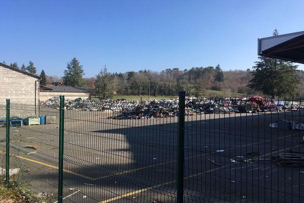 Des tonnes de déchets plastiques toujours stockées sur le site de Dordogne