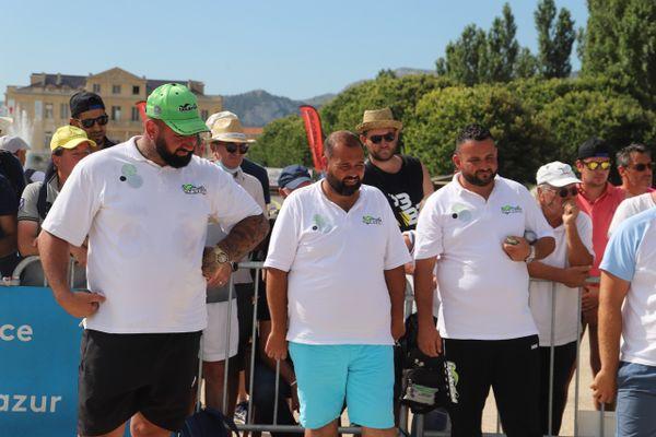 De gauche à droite : Pierre Maurel, Maison Durk et Kévin Prud'homme vainqueurs de leur quart de finale du Mondial La Marseillaise à pétanque 2021.