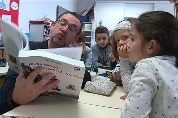 Grégory Viguié, auteur d'un livre sur les poilus nîmois est allé à la rencontre des élèves de Langlade