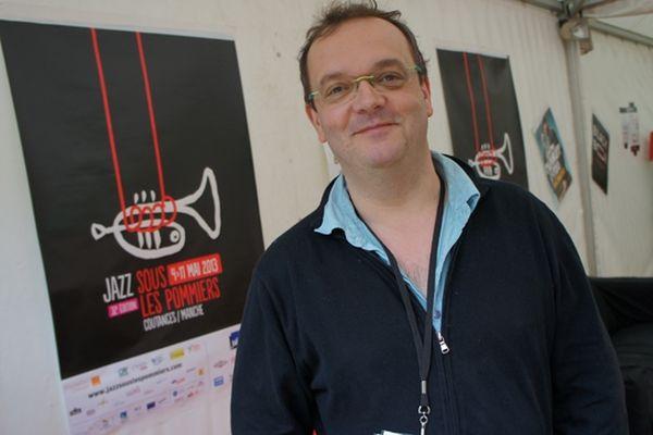 """Denis Lebas, directeur du festival """"Jazz sous les pommiers"""", lors de la traditionnelle conférence de presse du lancement"""